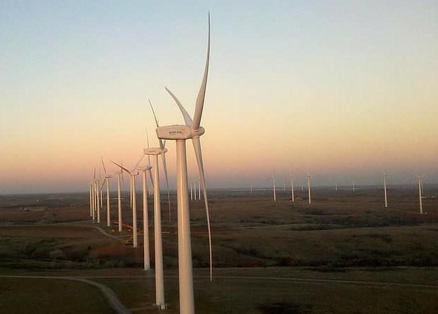 Gestion des énergies renouvelables variables dans les réseaux électriques : études de cas